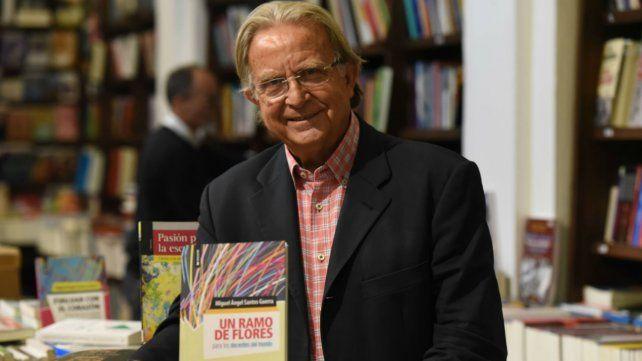 Santos Guerra presenta un libro para homenajear a los docentes