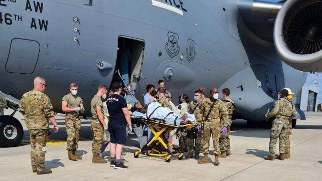 La beba afgana que nació en un avión llevará el mismo nombre que la aeronave