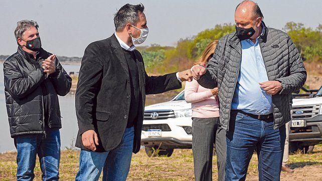 Saludo. El ministro Juan Cabandié y el gobernador Omar Perotti