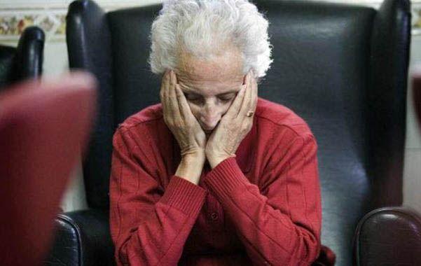 No recuerda. Los problemas en la memoria suelen provocar tristeza en los ancianos.