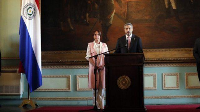 Complicado. El presidente dio un mensaje a la Nación junto a su esposa.