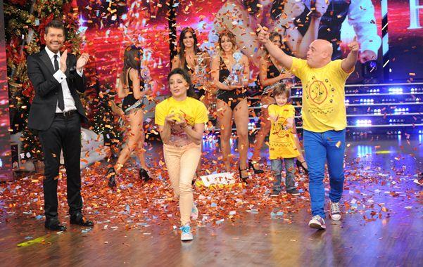 Tiren papelitos. Anita y El Bicho van a festejar con sus coachs tras vencer a Hernán Piquín y Cecilia Figaredo.