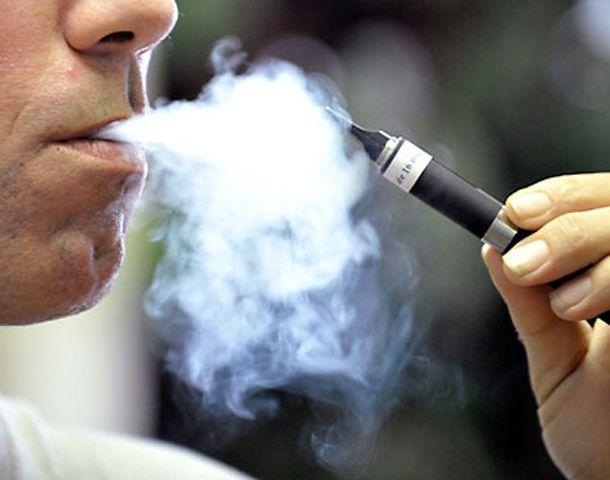Muchos actores famosos usan el cigarrillo electrónico.