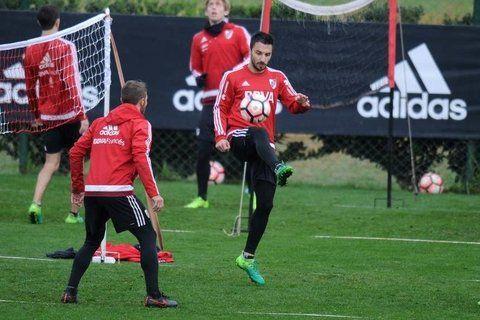 Adentro. Ignacio Scocco practicó poco con sus nuevos compañeros pero será titular.