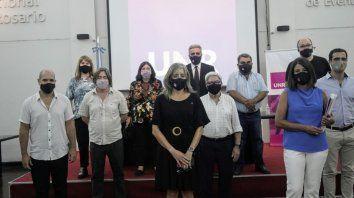 La presidenta del Conicet y el rector de la UNR junto a los responsables del Instituto de Procesos Biotecnológicos y Químicos, de Incubadora UNR y de las áreas de ciencia y técnica de la Universidad.