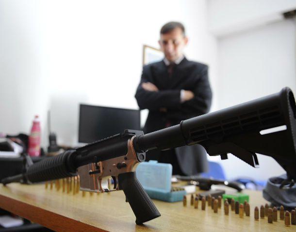 """De base. Depósitos judiciales y policiales deben mejorar la gestión de armas para frenar las """"fugas"""""""