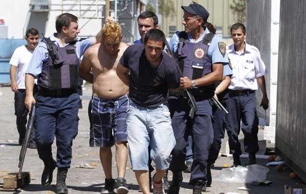Marche preso. La policía cordobesa intensificó ayer la búsqueda y la detención de los saqueadores.