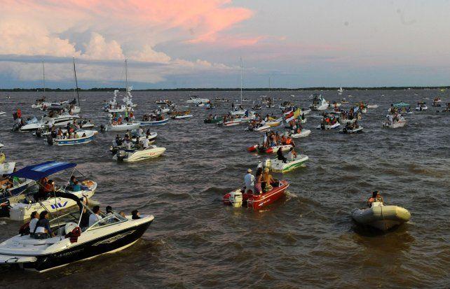 Kayakistas piden límites de velocidad y sanciones a embarcaciones a motor