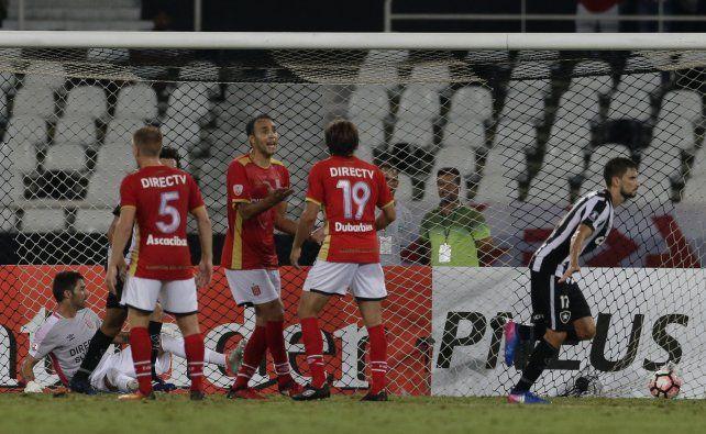 Lamento argentino.Desábato no lo puede creer. Botafogo le ganó al Pincha con muy poco.