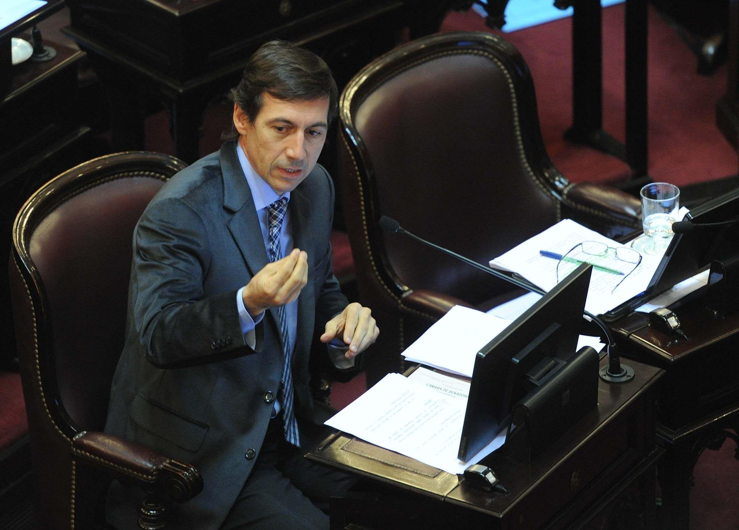 El radical Luis Naidenoff conducirá durante un año la comisión.