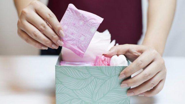 Francia anunció que las toallas higiénicas serán gratuitas para las estudiantes.