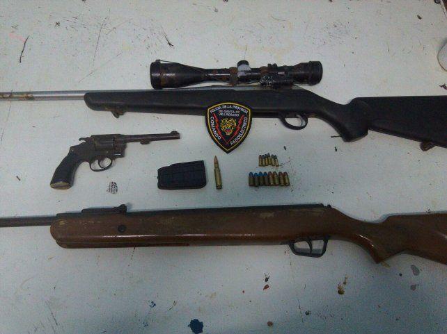 Para elegir. Se hallaron pistolas
