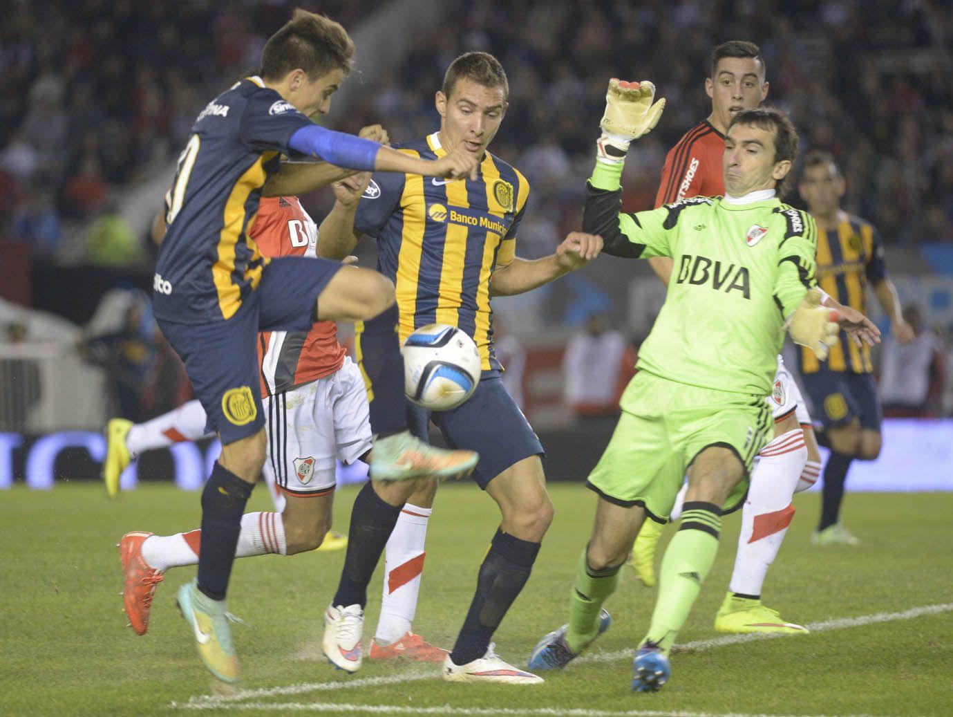 Cervi y Ruben se molestaron para definir ante el achique oportuno de Marcelo Barovero
