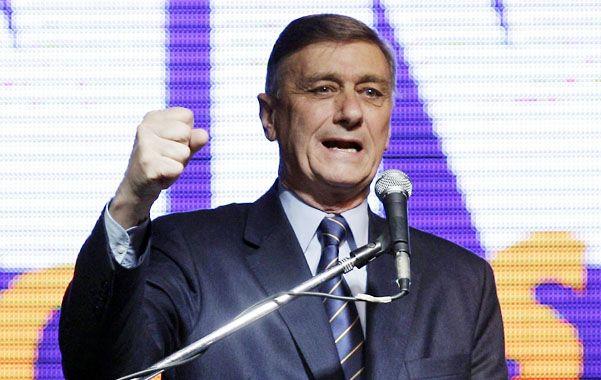 En el ring. El ex gobernador se suma al áspero contrapunto entre oficialismo y oposición por la iniciativa del gobierno.