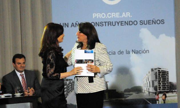 La presidenta y la intendenta compartieron un acto ayer en el que se entregaron certificados del plan Procrear.