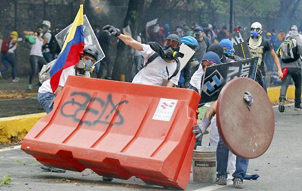 Agitación social. Los bloqueos desencadenaron en violentos choques entre las fuerzas policiales y manifestantes.