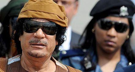 Un hijo de Kaddafi llama a resistir ante el ultimátum de los rebeldes