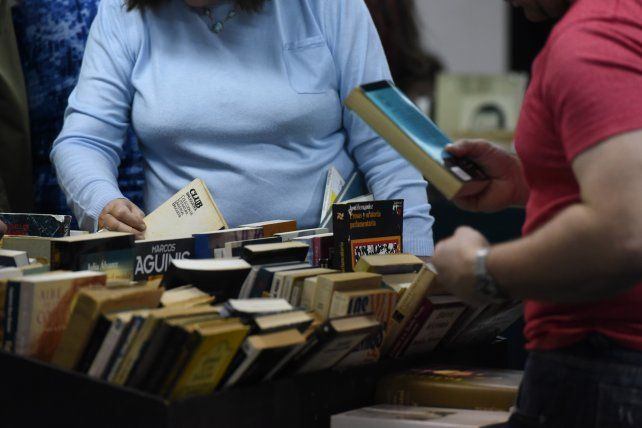 Pasaron casi mil personas por jornada por la feria de libros de viejo y editoriales independientes en San Martín y San Juan.