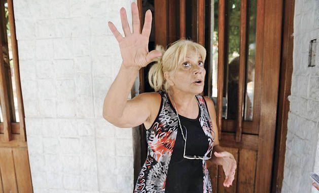 """Todo un susto. Vecinos de Rui Barbosa al 300 vieron cómo se armaba """"una bola de fuego"""" en un patio. (foto: Héctor Rio)"""