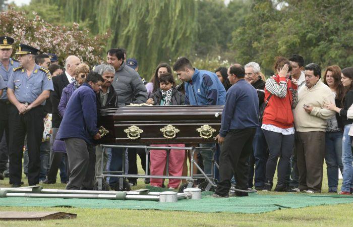 El cuerpo de Mauro Mansilla fue enterrado en el cementerio Jardín Ibarlucea. (Foto: C. Mutti Lovera)