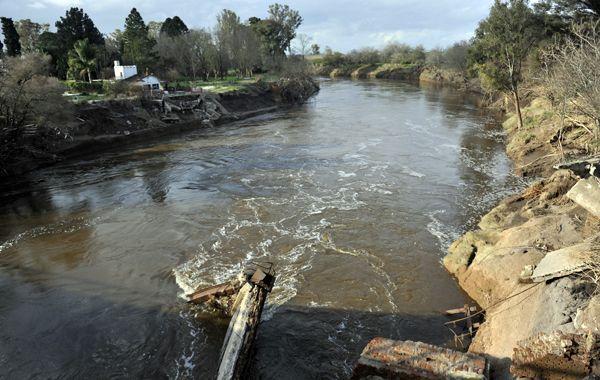 En situaciones de emergencia el río Carcarañá no soporta una gota más de agua
