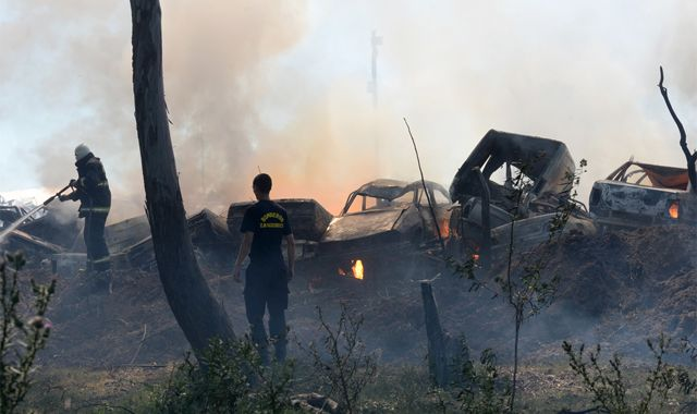 El fuego fue atacado desde afuera del predio por los Bomberos Zapadores. (Foto: Silvina Salinas)
