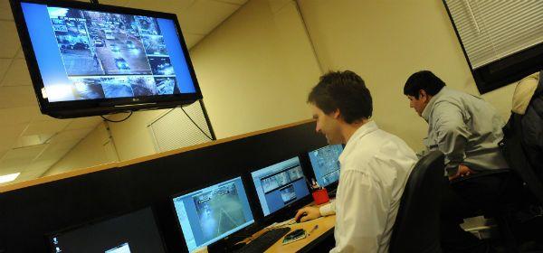 El centro de monitoreo de la Municipalidad. Casi 90 cámaras vigilarán todo lo que ocurra entre hoy y el jueves.