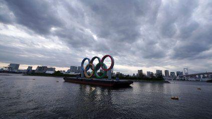 El cielo gris de la bahía de Odaiba, en Tokio, es una metáfora del contexto que rodea la realización de los Juegos Olímpicos.