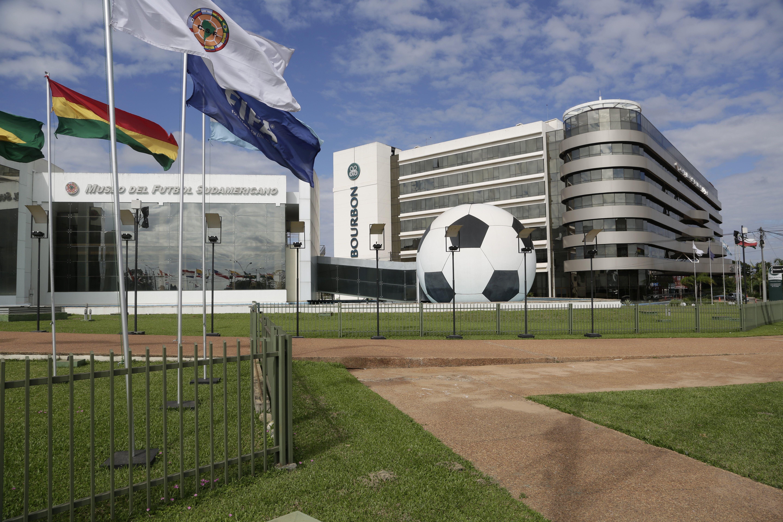 Sólo cuatro de los doce cargos más importantes de la Confederación Sudamericana de Fútbol tienen propietario.