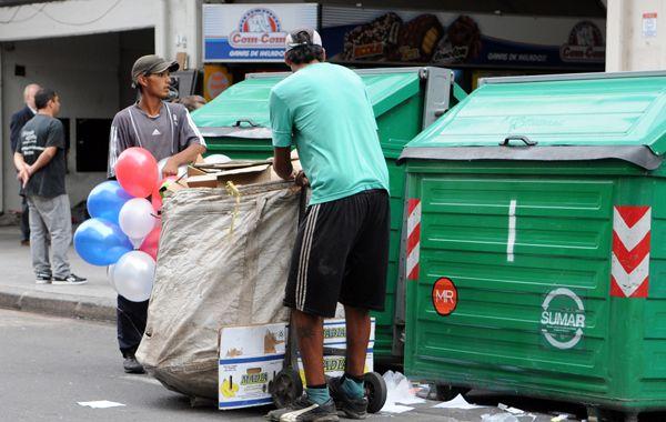 Para el Indec la línea de pobreza está en los 1.555 pesos mensuales para una familia tipo