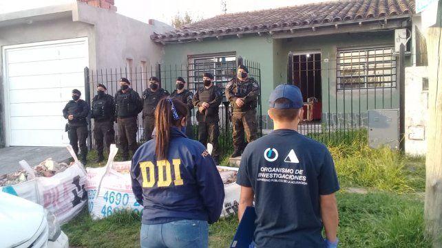 Uno de los allanamientos se realizó en la localidad bonaerense de Castelar