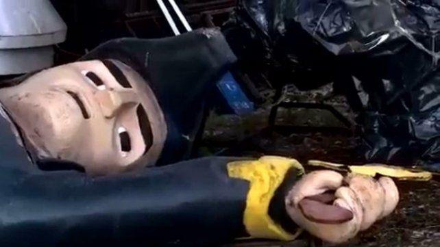 vandalismo. Un muñeco de San Martín apareció roto en Tecnópolis.