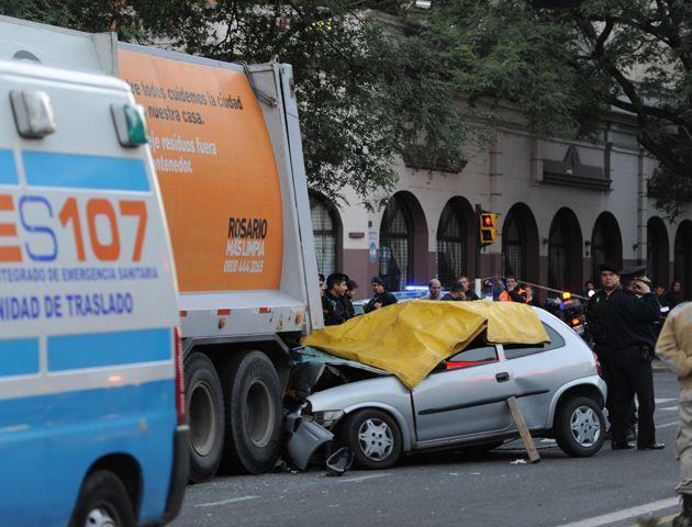 La trágica colisión ocurrió ayer poco después de las 6.30. Todos los ocupantes del coche fallecieron.