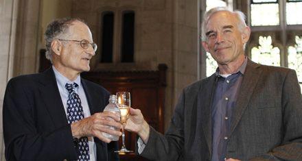 Dos estadounidenses ganan el Nobel de economía en medio de la crisis