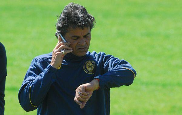 Espera su hora.  El ex técnico de Central se reunirá con los dirigentes charrúas en la semana.