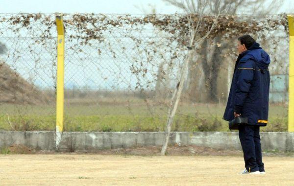 Miguel Russo analiza realizar cambios para visitar a Boca Unidos en Corrientes tras un debut que distó del esperado y que mostró la herencia del fastidio. (Foto: Enríque Rodríguez)