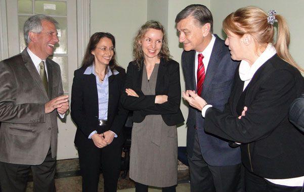 Candidatos. Hermes Binner junto a Tabaré Vázquez y Margarita Stolbizer durante un seminario en Montevideo.