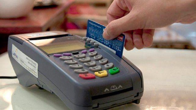 El BCRA redujo los plazos en los cuales los comercios chicos cobran las ventas realizadas con tarjetas.