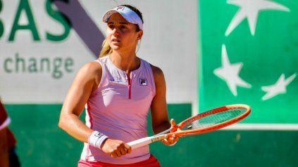 La tenista rosarina Nadia Podoroska se clasificó este miércoles a los cuartos de final del WTA de Bad Homburg, en Alemania.