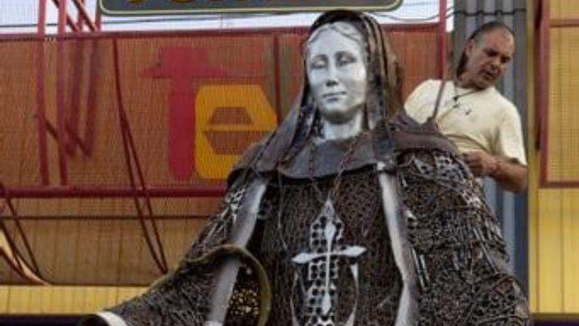 Imponente. Se utilizaron más de 10 mil bulones y metales variados para construir la Virgen de los Milagritos.