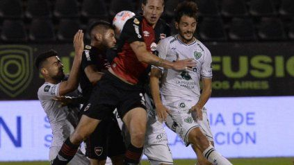 Newells necesita vencer a Sarmiento para cambiar la imagen y darle aire al Mono Burgos