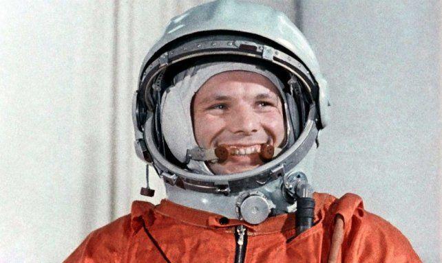 El cosmonauta soviético Yuri Gagarin, el primer hombre en viajar al espacio exterior.