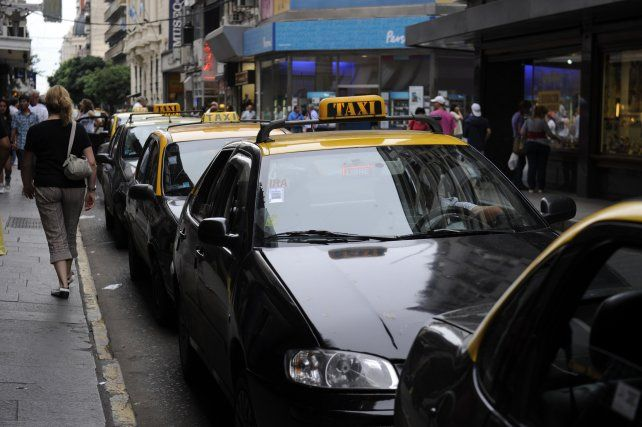 Se define la renovación de 465 licencias de taxis que vencen en noviembre