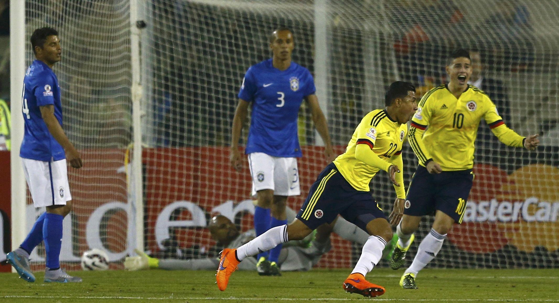 Murillo festeja su gol