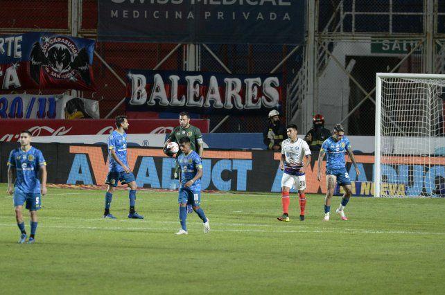 Central se trajo una dura derrota de cancha de San Lorenzo.