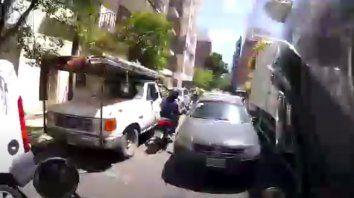 El joven fue perseguido por efectivos de la Policía Motorizada por las calles del centro rosarino