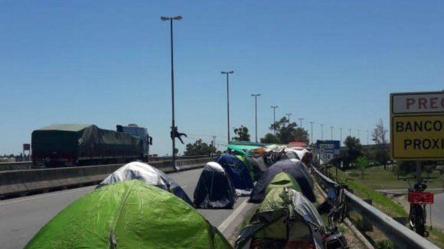 Multisectorial Humedales: sigue el acampe en el puente a Victoria y por la tarde realizarán una asamblea