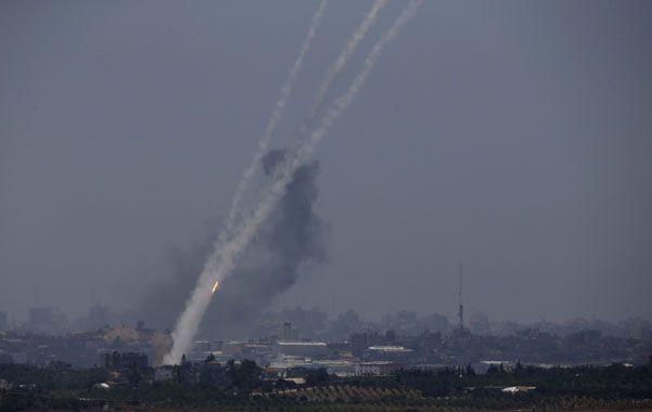 Salva. Cohetes vuelan hacia Israel.