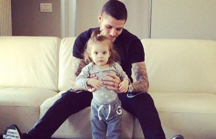 Icardi y su pequeña hija dando los primeros pasitos. (foto: instagram)
