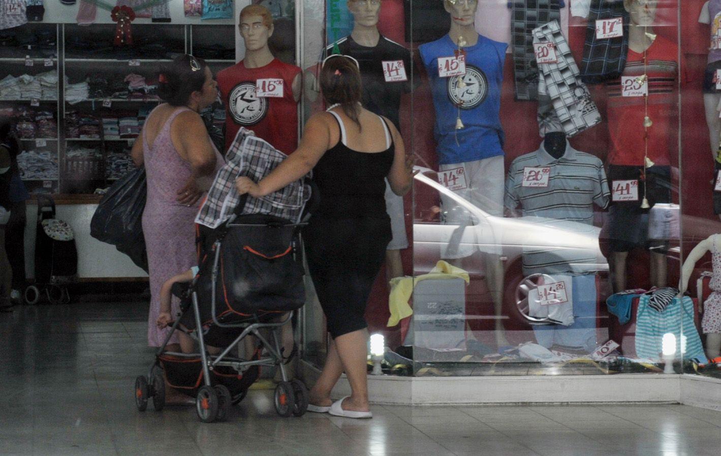 Poca ropa. El sector de indumentaria registró una baja anual de 9%. El clima no ayudó a las ventas de invierno.